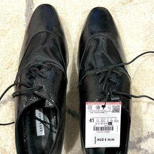 Black flat loafer